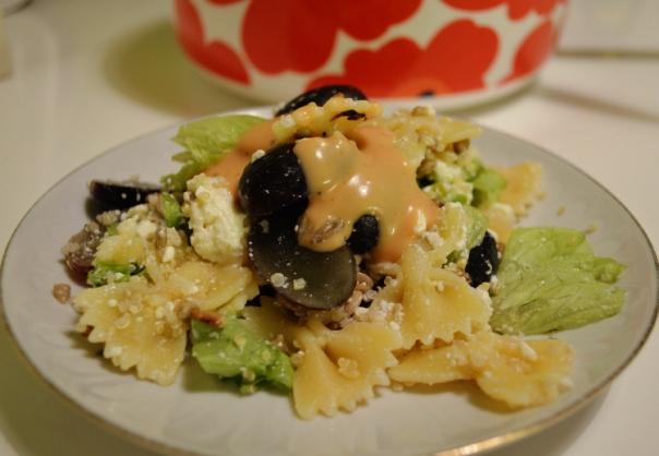 2women2cats: Pasta salad with feta, quinoa & grapes