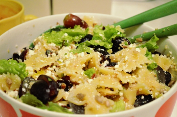 2women2cats: Pasta salad with feta, quinoa & grapes