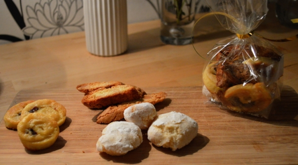 2women2cats: Italian Biscotti - Cantuccini & Ricciarelli