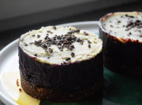 2women2cats: Raw & Vegan Blueberry Cardamom Cakes
